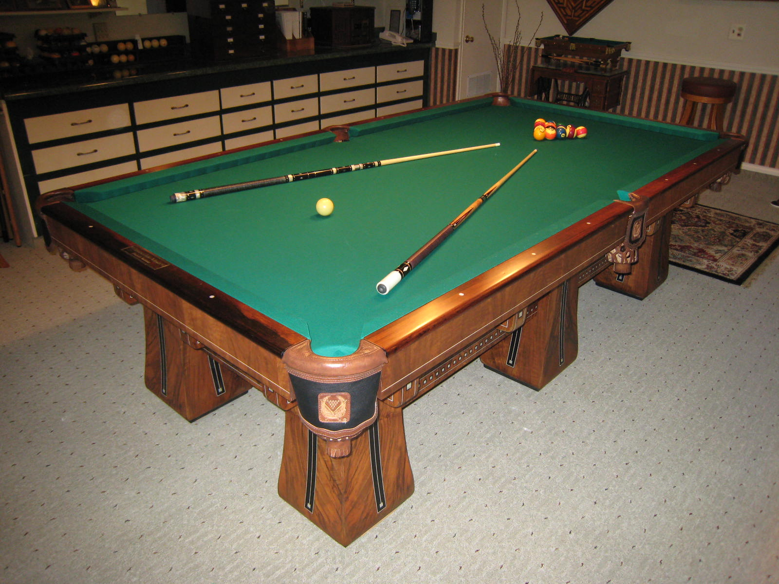 Kling - Circular pool table